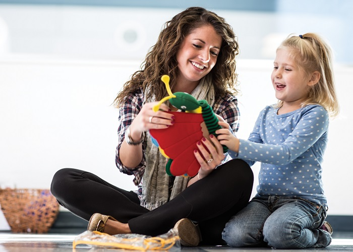 Midwestern University Clinics Pediatric Speech Language Therapist With Child Patient